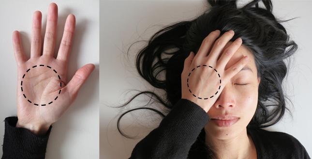 Die Augen mit den Händen bedecken - eine Feldenkrais Lektion
